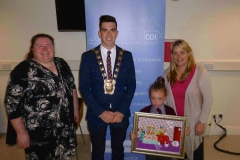 CDI Chairperson Dr. Suzanne Guerin; Mayor of South Dublin County, Fintan Warfield; Aoibheann Coyne (1000th child) and National Parents Council CEO Aine Lynch at the 1000th child to enroll in Doodle Den, and launch of www.doodleden.ie, on International Literacy Day 2014.